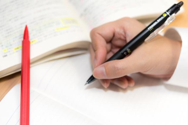 保育士試験に合格して資格を取得をするメリット・デメリット